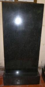 Прямая форма памятника из гранита
