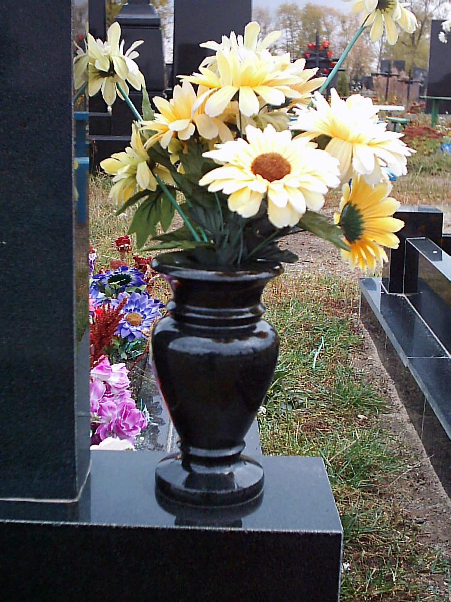 ваза из гранита